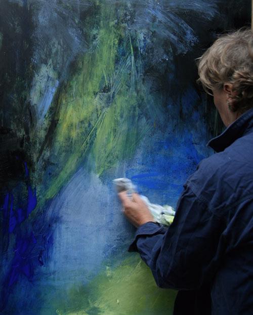 Anneke aan het schilderen